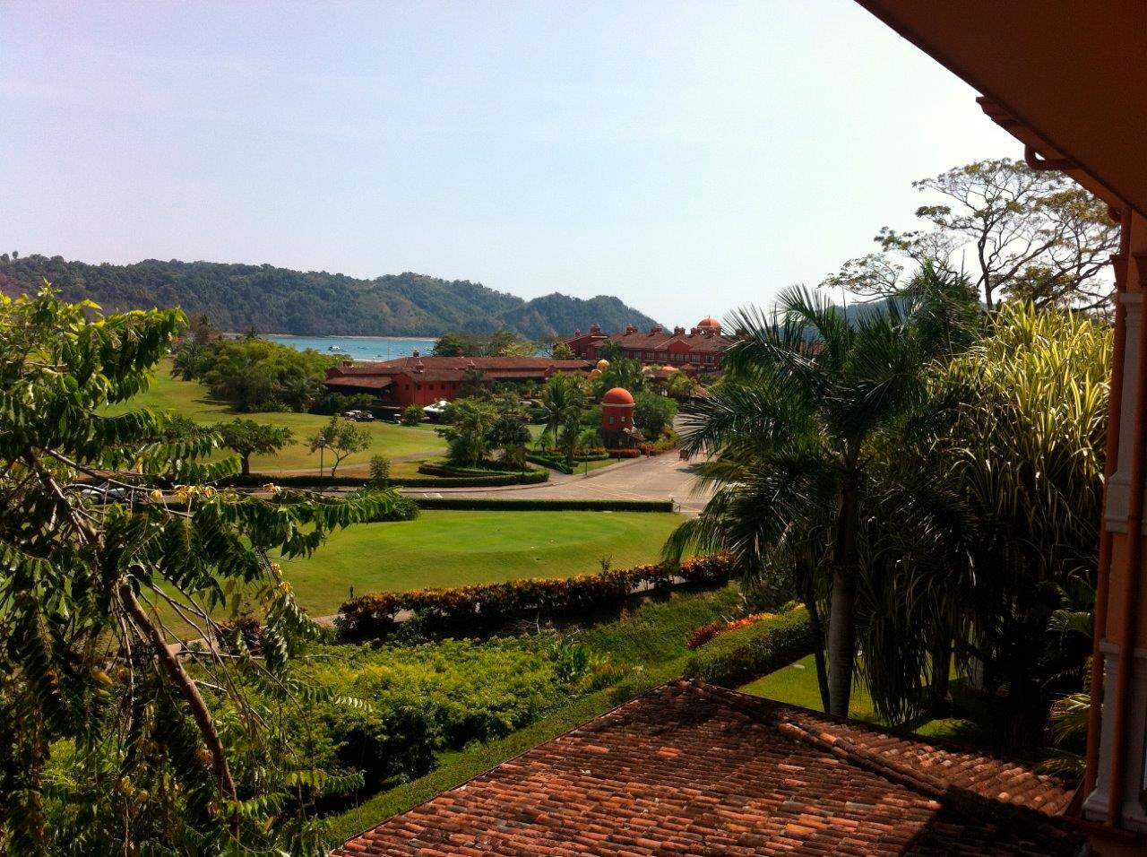 cabin,land,gated,community,nature,fauna,tropical,building, build view,secluded