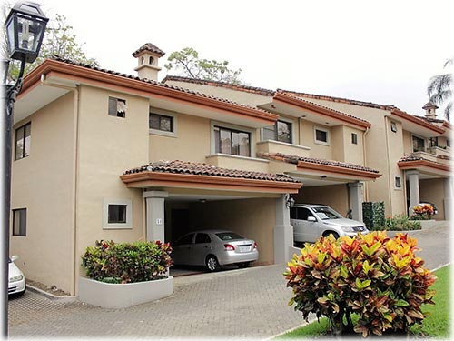 Very nice family home for rent with large garden on a prime location in Escazu