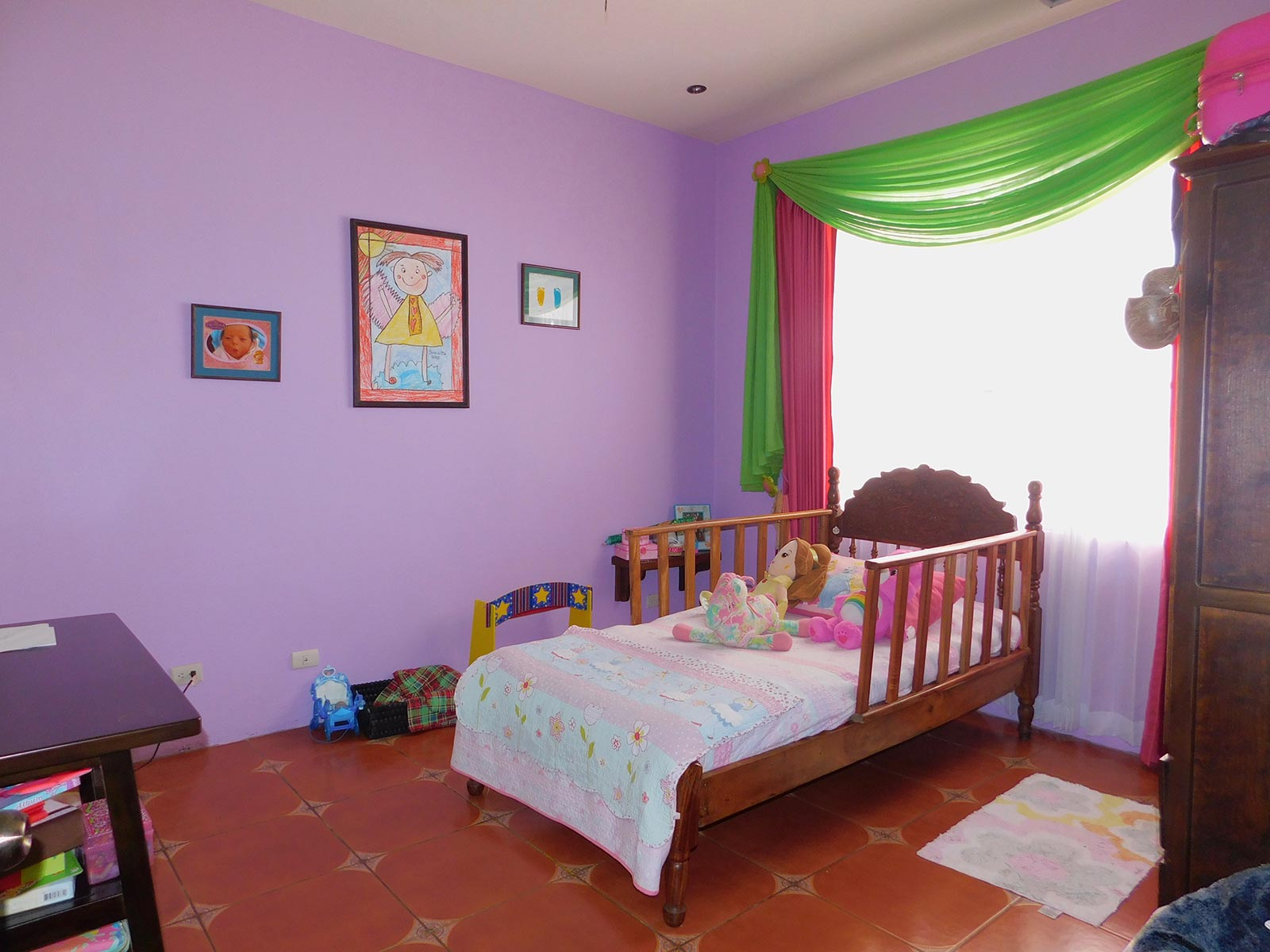 safe family neighborhoods in costa rica