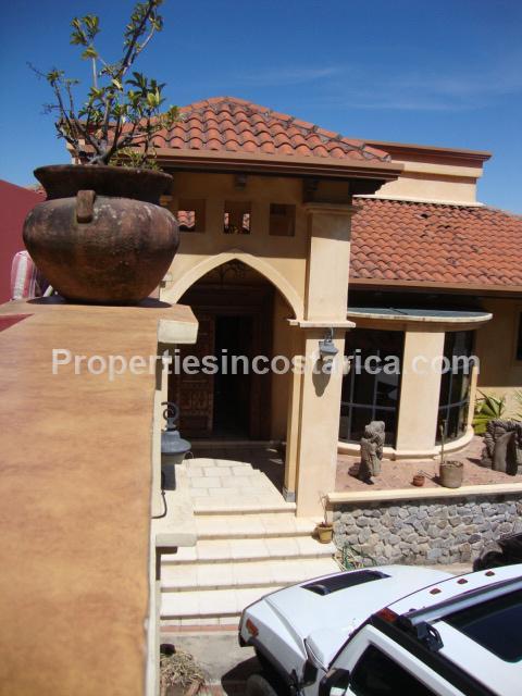 Lujosa casa para alquiler en escazu id code 1969 for Terrazas urban mall chacras de coria