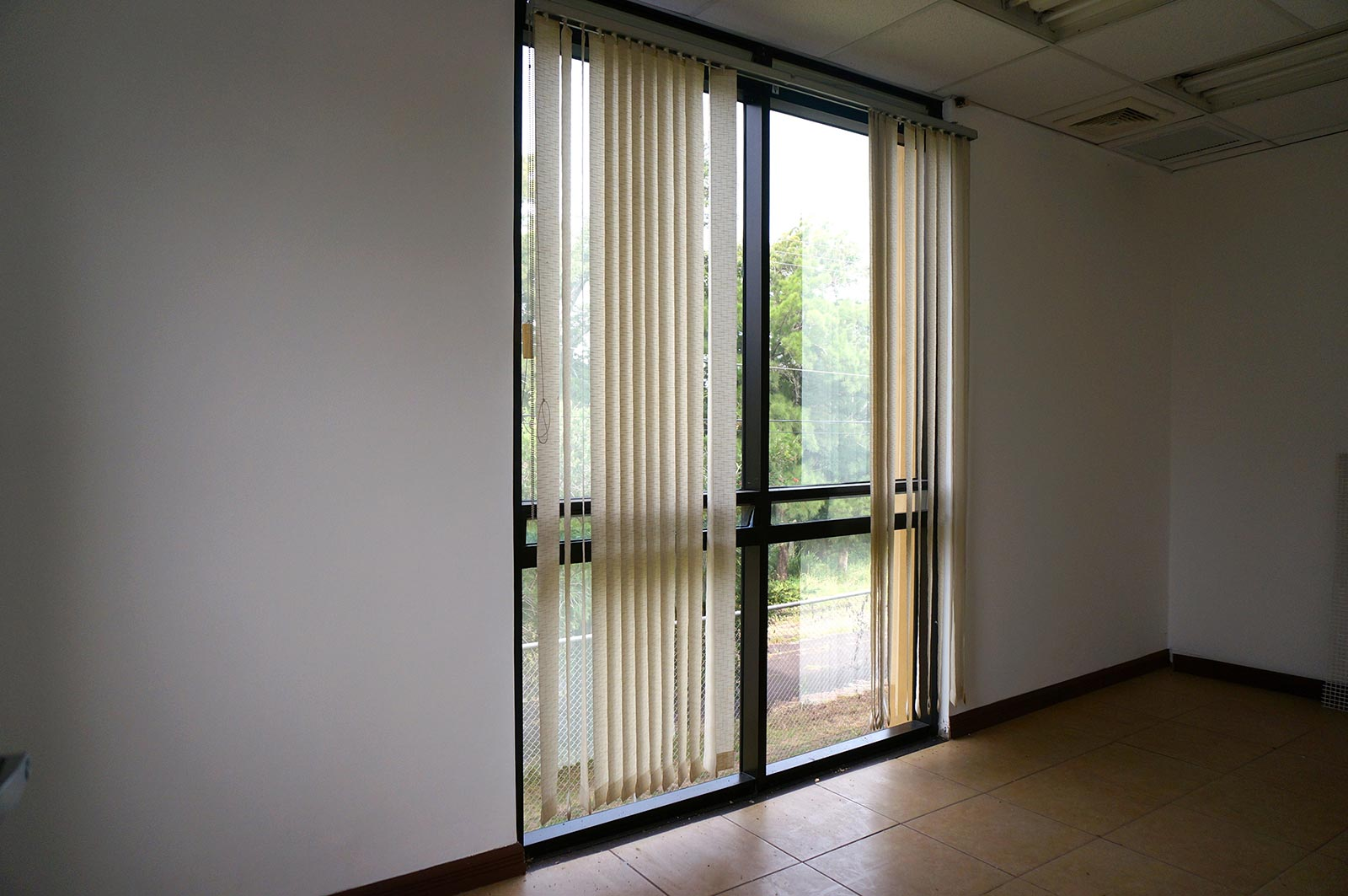 Office for rent. strategic location. Santa Ana. Furnished. unfurnished. Tenant improvement allowance. Forum business center. highway 27.