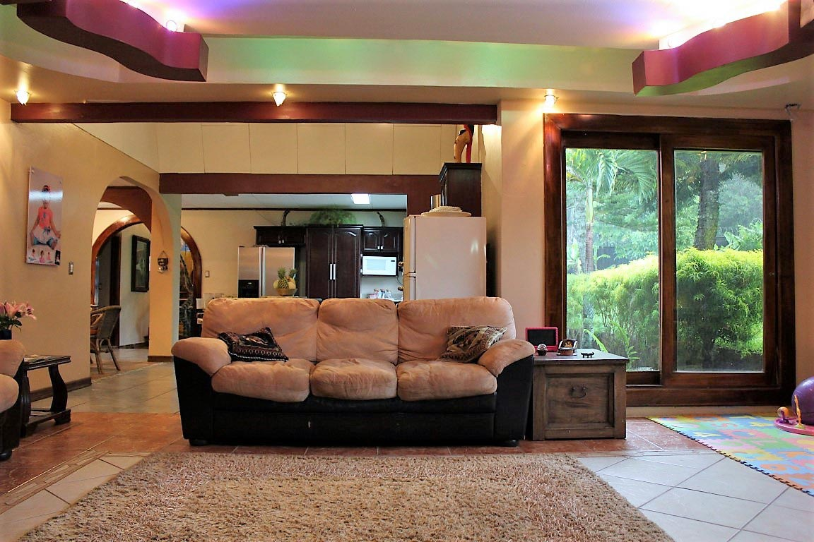 Peaceful refuge with beautifully landscaped green gardens for sale in Heredia